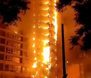 Cile-proteste-incendio-sede-Enel-19OTT19-352x300